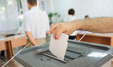 Более 18 миллиона избирателей ожидались на выборах, чтобы выбрать 33 представителя Румынии в Европейский парламент.