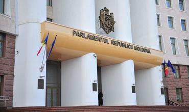 Сотрудники технического аппарата парламента Молдовы и депутаты столкнулись с задержкой заработной платы.