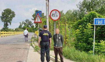 Румынские пограничники задержали гражданина РМ без документов, который пытался незаконно вернуться в Молдову.