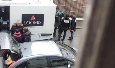 Под Парижем водитель-инкассатор исчез с миллионом евро.