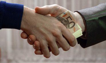 Выпускник НИЮ, представившийся судьей, вымогал взятку в 30 000 евро.