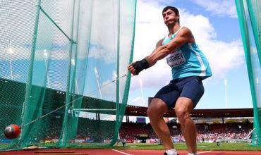 В метании молота он показал результат в 75,10 метра и пробился в финал.