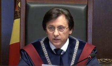 Председатель Конституционного cуда подал в отставку.
