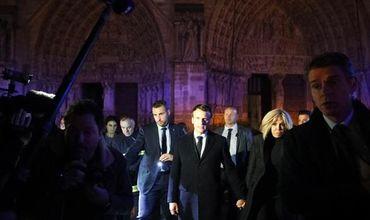 Эмманюэль Макрон внутри собора Парижской Богоматери после пожара.
