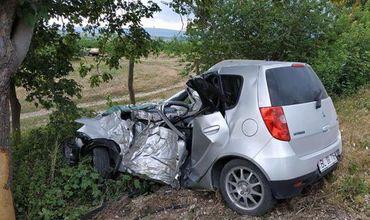 77-летний мужчина погиб, врезавшись в дерево около Добруджа Веке.