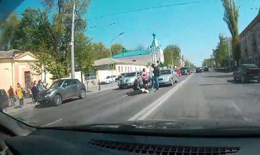 Автомобиль сбил женщину на проспекте Штефана чел Маре