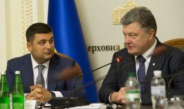На Украине Порошенко (экс-президента) и Гройсмана (премьер-министра) обвинили в узурпации власти.
