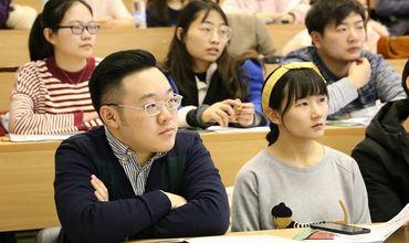 В Китае выпустили предупреждение  для студентов, собирающихся на учебу в США.