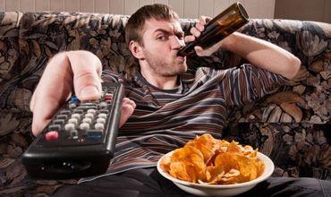 Если мужчина любит проводить много времени перед телевизором, то он должен знать, что это уменьшает его шансы стать отцом.