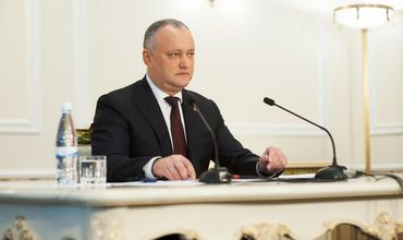Додон считает, что и исторический флаг РМ должен быть в госучреждениях