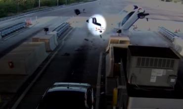 Американец вылетел из машины на полном ходу и выжил.