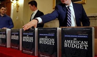 Министр финансов страны Стивен Мнучин заявил, что снижение налогов компенсирует все эти убытки в будущем.