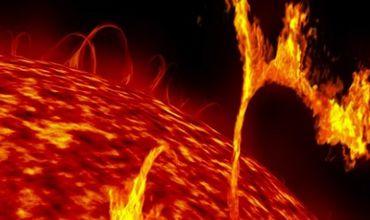 O furtună solară se îndreaptă către Pământ. Ar putea afecta telefoanele