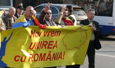 Сторонники объединения Молдовы с Румынией намерены потребовать от депутатов внести изменения в Конституцию.