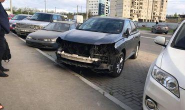 В Кишиневе автоворы разобрали припаркованный на улице «Lexus»