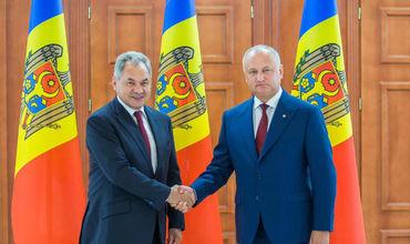 Игорь Додон провел встречу с министром обороны РФ Сергеем Шойгу.