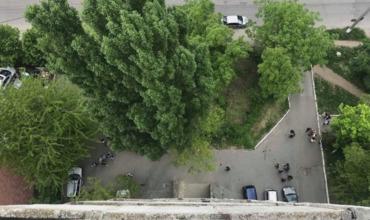 В столичном секторе Буюканы разбился насмерть 16-летний подросток, упавший с многоэтажки.
