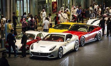 Огромную свалку люксовых авто в ОАЭ сняли на видео