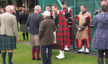 Принц Чарльз и его жена Камилла посетили Игры горцев в Шотландии.