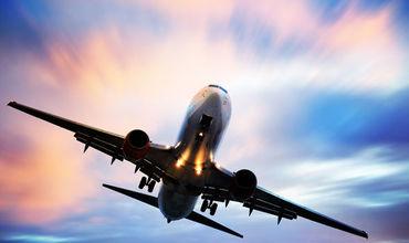 Un avion ratează aterizarea de două ori din cauza furtunii