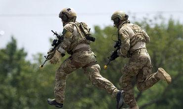 В 2015 году США направили десятки спецназовцев на север Сирии. Фото: Cliff Owen / AP