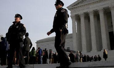 В США зампрокурора убил подростка в зале суда