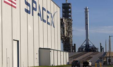 NASA отложило пилотируемые полеты кораблей SpaceX и Boeing до весны 2019 года.