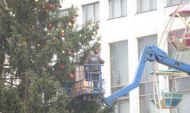 На улице 31 августа идут последние приготовления к открытию рождественской ярмарки