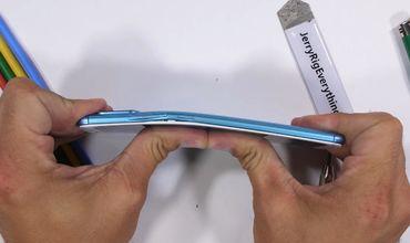 Блогер канала JerryRigEverything назвал самые прочные, самые хрупкие и самые ремонтопригодные смартфоны 2018 года.