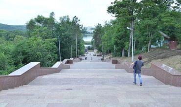 """Завершена реконструкция гранитной лестницы в парке """"Валя Морилор"""""""