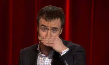 Комик с ТНТ высмеял страх федеральных каналов перед фамилией Навальный.
