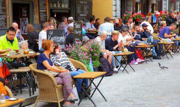 В магазинах и ресторанах Швеции больше не принимают наличные