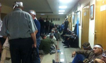 Митингующие шахтеры ворвались в здание Минсоцполитики и объявили голодовку.