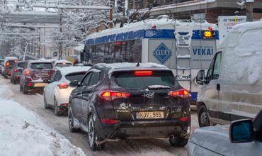 Примэрия Кишинева сообщает: дорожное движение на улицах столицы осуществляется в условиях зимы.
