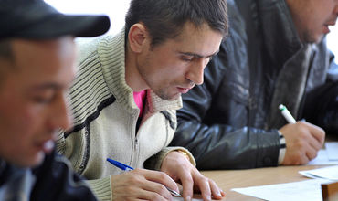 В России трудовым мигрантам запретят работать по ряду специальностей.