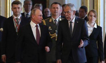 Президент России Владимир Путин и президент АвстрииАлександерван дер Беллен встретились в Сочи 15 мая.