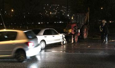 В Кишиневе трактор столкнулся с Mercedes
