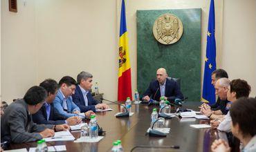 Премьер выразил озабоченность по поводу действий властей во время и после стихии.