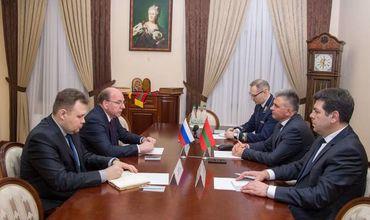 Красносельский встретился с послом РФ Олегом Васнецовым.