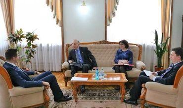 Глава МИДЕИ встретился с послом США
