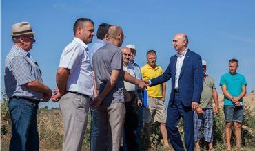 Премьер потребовал решить вопрос ремонта разбитых дорог в Новых Аненах.