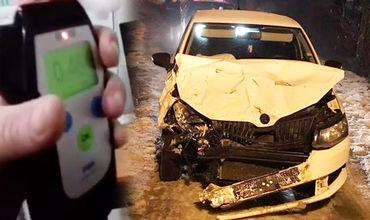 В Кишиневе пьяный водитель врезался в припаркованный автомобиль.
