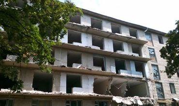 В Кишиневе начали сносить общежитие Госуниверситета