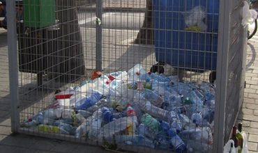Из исторического центра столицы уберут металлические сетчатые контейнеры для пластиковых бутылок.