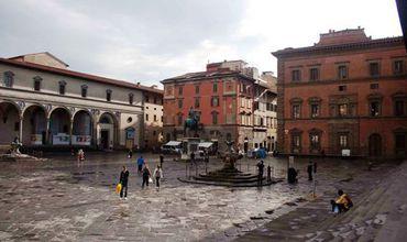 Își spălau rufele într-o piață istorică la Firenze, românce amendate.