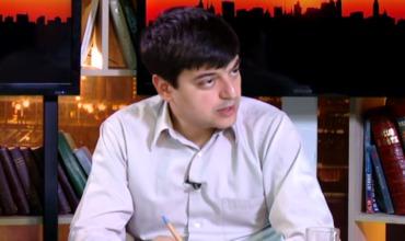 Муниципальный советник от Партии социалистов Станислав Вартанян.
