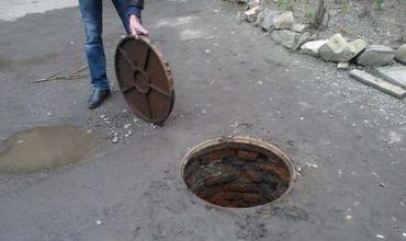 Украденные канализационные люки обнаружили в легковом автомобиле.
