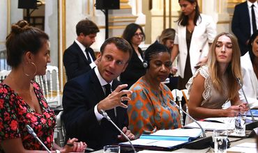 Президент Франции предлагает странам G7 заключить пакт в защиту прав женщин.
