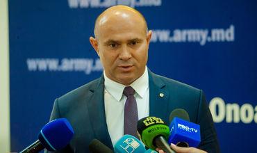 Министр обороны возмутился миллионными долгами по зарплате в учебном центре армии