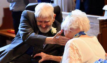Margaret Husband, în vârstă de 95 de ani, şi Bernard Brice, în vârstă de 93 de ani, au devenit, unul dintre cele mai vârstnice cupluri.